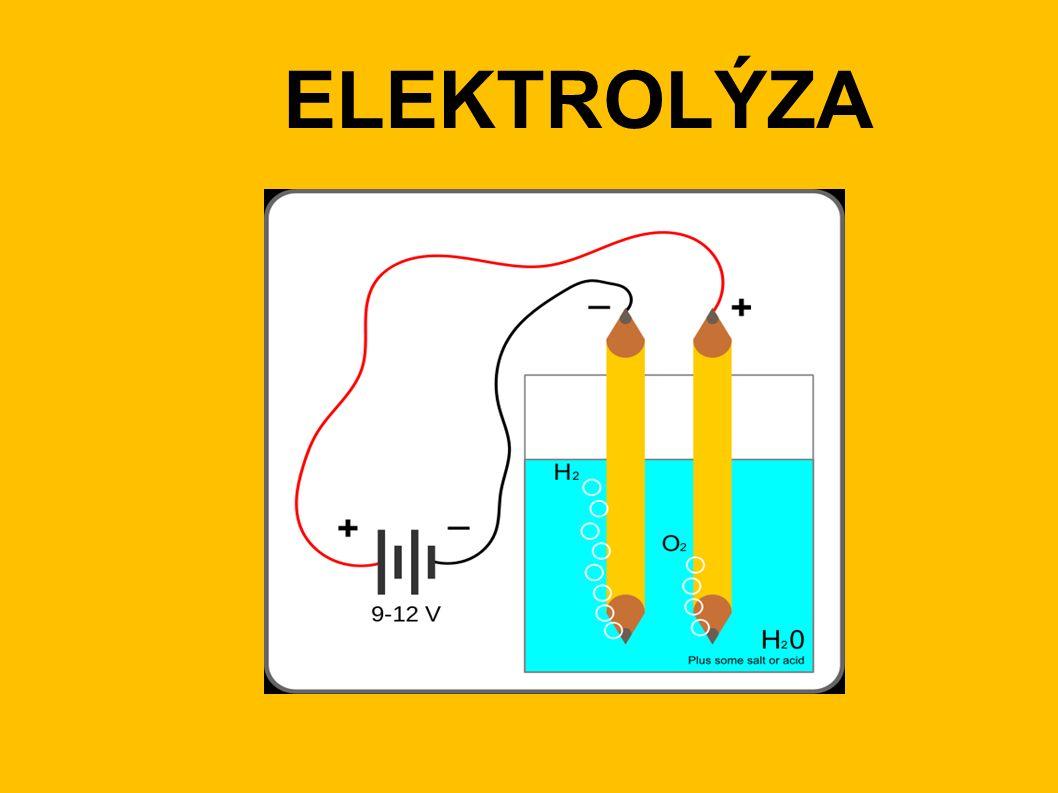 Elektrolýza je redoxní rakce probíhající na elektrodách při průchodu stejnosměrného elektrického proudu roztokem nebo taveninou.