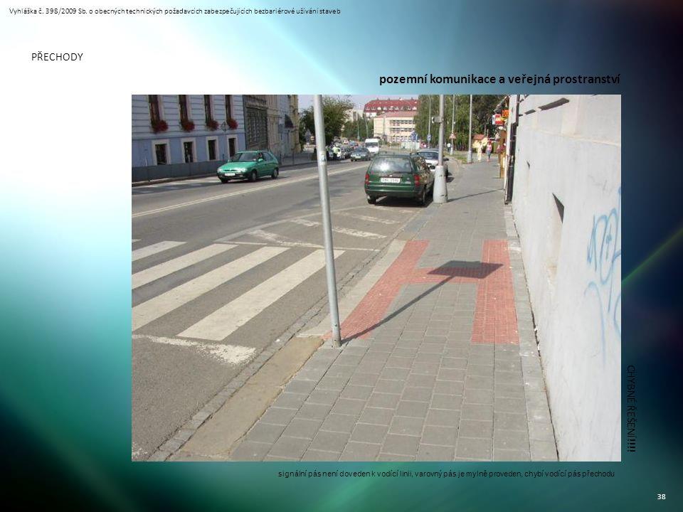 Vyhláška č. 398/2009 Sb. o obecných technických požadavcích zabezpečujících bezbariérové užívání staveb 38 PŘECHODY CHYBNÉ ŘEŠENÍ!!!! signální pás nen