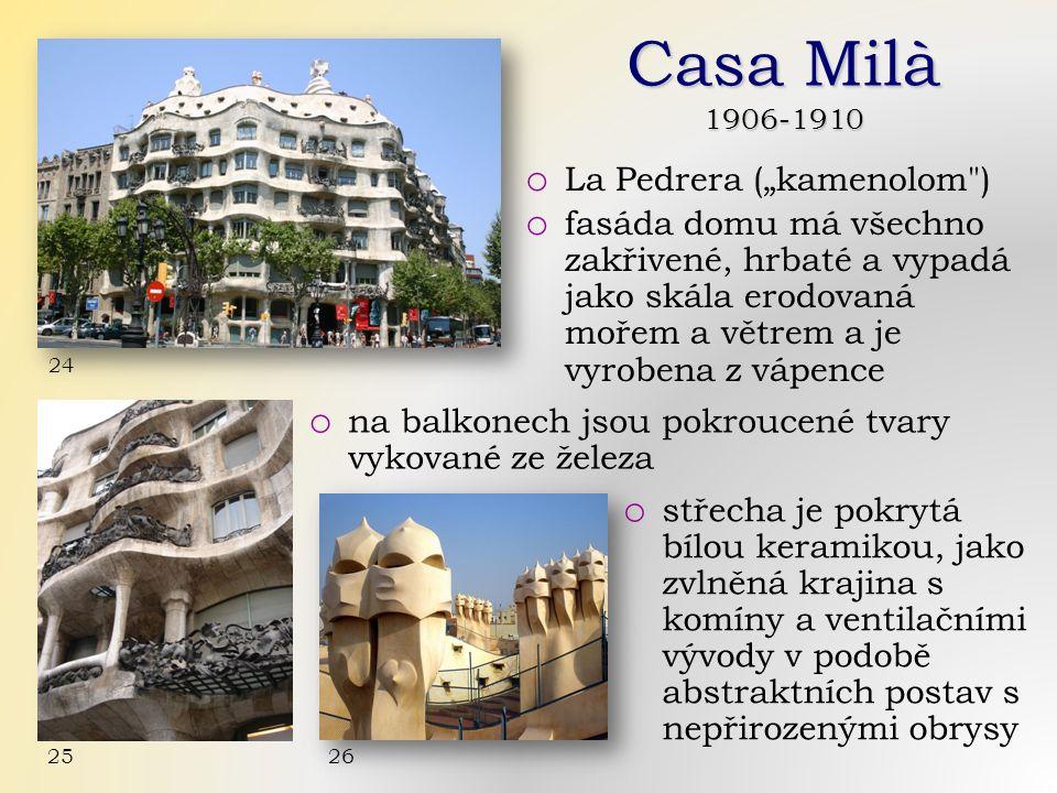 """Casa Milà 1906-1910 o La Pedrera (""""kamenolom ) o fasáda domu má všechno zakřivené, hrbaté a vypadá jako skála erodovaná mořem a větrem a je vyrobena z vápence 24 o na balkonech jsou pokroucené tvary vykované ze železa o střecha je pokrytá bílou keramikou, jako zvlněná krajina s komíny a ventilačními vývody v podobě abstraktních postav s nepřirozenými obrysy 26 25"""