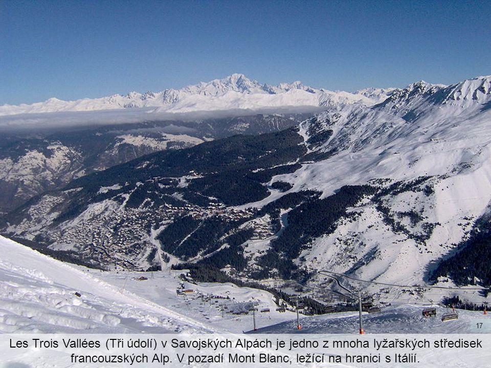 Les Trois Vallées (Tři údolí) v Savojských Alpách je jedno z mnoha lyžařských středisek francouzských Alp. V pozadí Mont Blanc, ležící na hranici s It