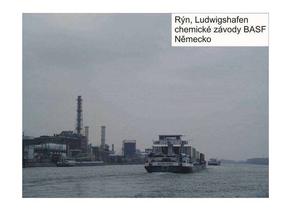 Vybrané ekonomicky aktivní oblasti z povodí Rýnu Ekonomická aktivita vybraných oblastí, kterými řeka Rýn protéká Zřejmě nejvíce aktivní oblasti celého povodí Rýnu, ke které uvádím bližší údaje, je Severní Porýní – Vestfálsko – tato část řeky Rýn, která na severu navazuje na oblast Porúří, představuje jednu z ekonomicky nejvíce aktivních oblastí Spolkové republiky Německo.