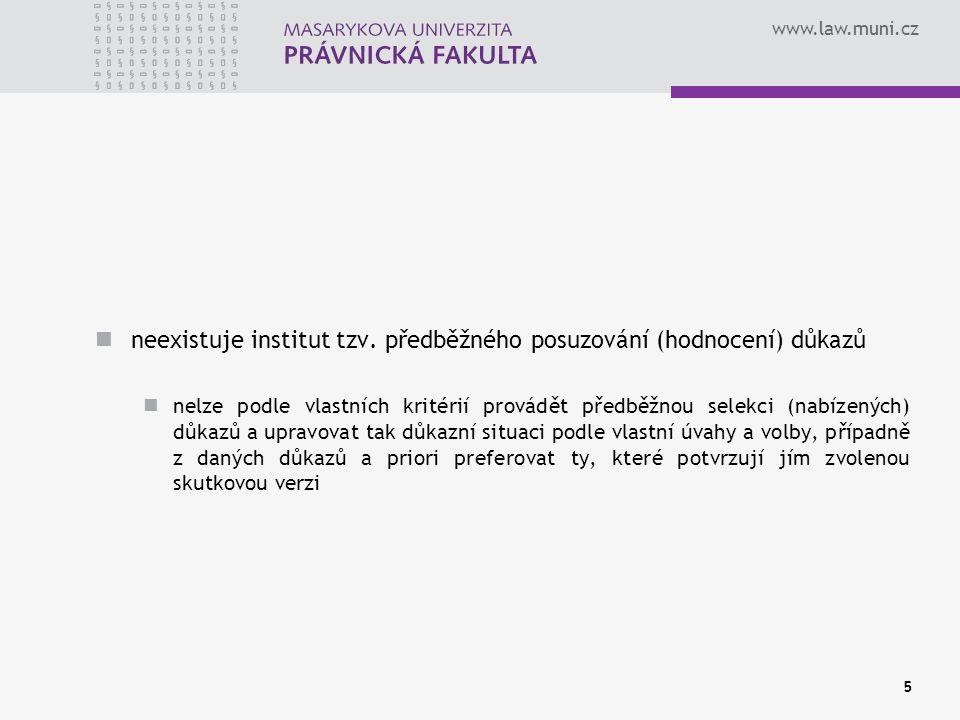 www.law.muni.cz Zásada volného hodnocení důkazů - § 2/6 TrŘ OČTŘ hodnotí důkazy podle svého vnitřního přesvědčení po pečlivém zvážení všech okolností a to nejprve jednotlivě a potom v celkovém souhrnu je třeba posoudit jejich věrohodnost a pravdivost § 125 TrŘ - soud v odůvodnění rozsudku uvede, které skutečnosti vzal za prokázané o která skutková zjištění opřel své úvahy § 200/2 TrŘ – rozsudek musí být vyhlášen vždy veřejně 16