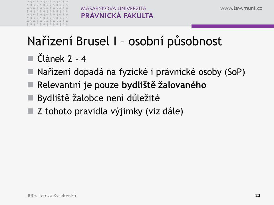 www.law.muni.cz Nařízení Brusel I – osobní působnost Článek 2 - 4 Nařízení dopadá na fyzické i právnické osoby (SoP) Relevantní je pouze bydliště žalovaného Bydliště žalobce není důležité Z tohoto pravidla výjimky (viz dále) JUDr.
