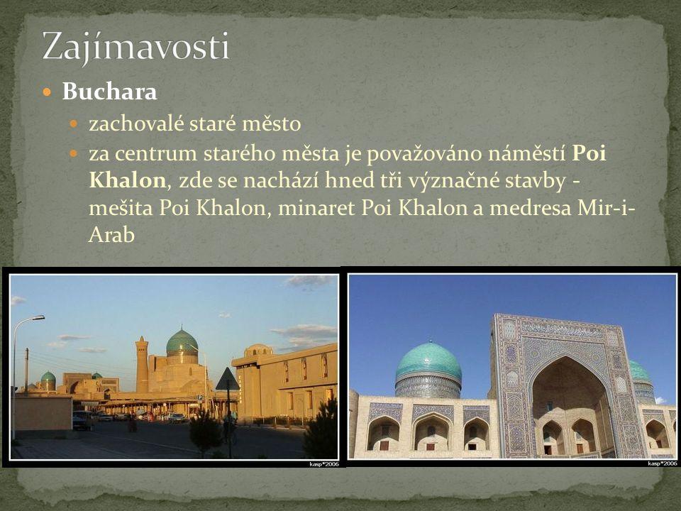 Buchara zachovalé staré město za centrum starého města je považováno náměstí Poi Khalon, zde se nachází hned tři význačné stavby - mešita Poi Khalon, minaret Poi Khalon a medresa Mir-i- Arab