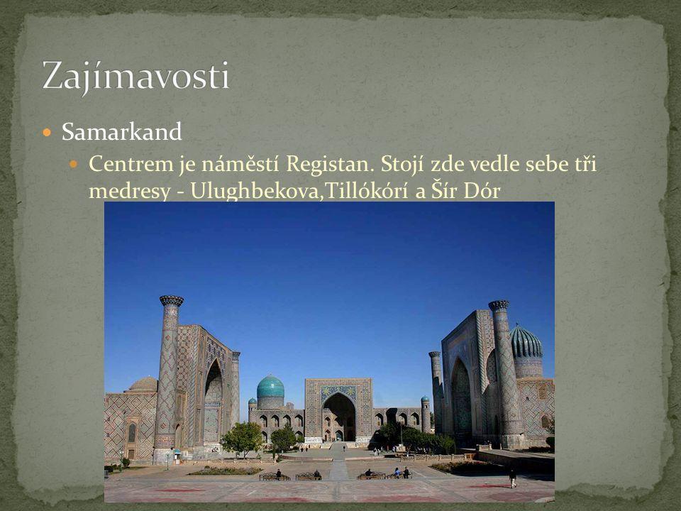 Samarkand Centrem je náměstí Registan. Stojí zde vedle sebe tři medresy - Ulughbekova,Tillókórí a Šír Dór