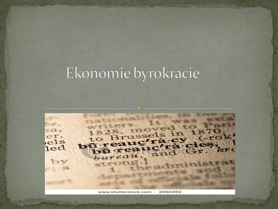 """organizace = """"velké seskupení lidí, které je neosobního charakteru a vzniká s konkrétním záměrem (Giddens 2001: 288) X Instituce byrokracie = typ organizace, v které je administrativa postavená na psaných pravidlech a hierarchickém uspořádání za cílem dosažení maximální efektivity Poprvé toto označení použil v roce 1745 Vincent de Gournay, jde o složeninu slov francouzského bureau (úřad, psací stůl, resp."""