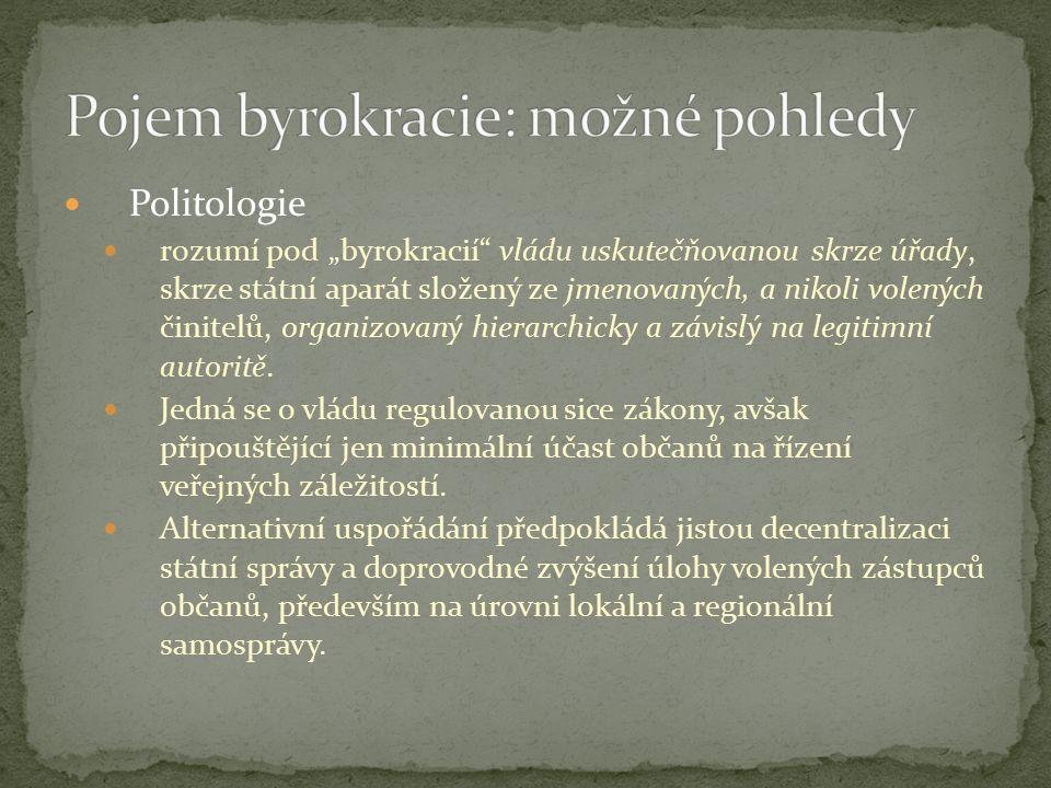 """Politologie rozumí pod """"byrokracií vládu uskutečňovanou skrze úřady, skrze státní aparát složený ze jmenovaných, a nikoli volených činitelů, organizovaný hierarchicky a závislý na legitimní autoritě."""