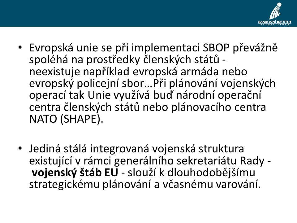 Evropská unie se při implementaci SBOP převážně spoléhá na prostředky členských států - neexistuje například evropská armáda nebo evropský policejní sbor…Při plánování vojenských operací tak Unie využívá buď národní operační centra členských států nebo plánovacího centra NATO (SHAPE).