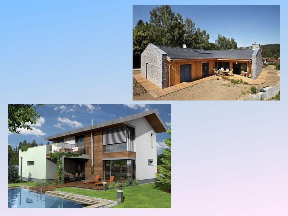 Návrh pasivních domů orientace domu na pozemku vůči jihu nezastíněná fasáda, případně s využitím listnaté vegetace účelná a jednoduchá dispozice: obytné místnosti na jihu, zázemí na severu skromnost, úspornost využívání místních zdrojů (solární energie, místní les) důraz na pasivní opatření namísto strojních zařízení (důsledné stínění a izolace namísto chladicí jednotky) Konstrukční systém dřevěné konstrukce: fošinkové, vazinkové zděné konstrukce: keramické zdivo, vápenopískové zdivo cihlové konstrukce