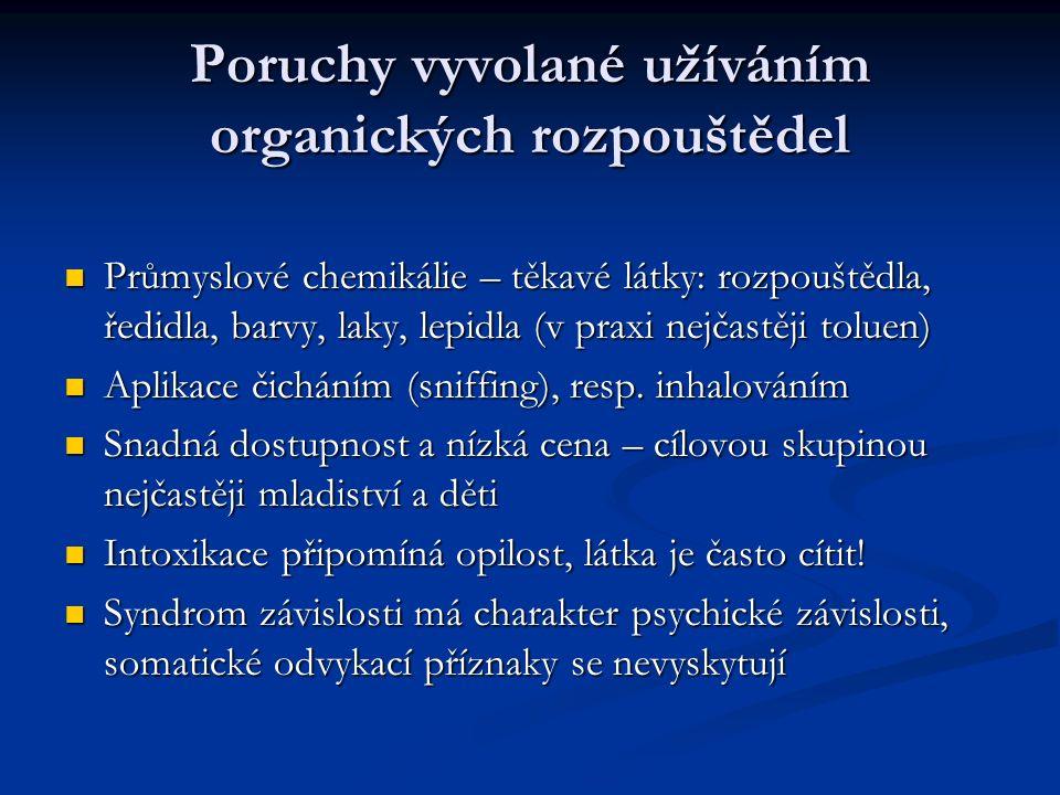 Poruchy vyvolané užíváním organických rozpouštědel Průmyslové chemikálie – těkavé látky: rozpouštědla, ředidla, barvy, laky, lepidla (v praxi nejčastěji toluen) Průmyslové chemikálie – těkavé látky: rozpouštědla, ředidla, barvy, laky, lepidla (v praxi nejčastěji toluen) Aplikace čicháním (sniffing), resp.