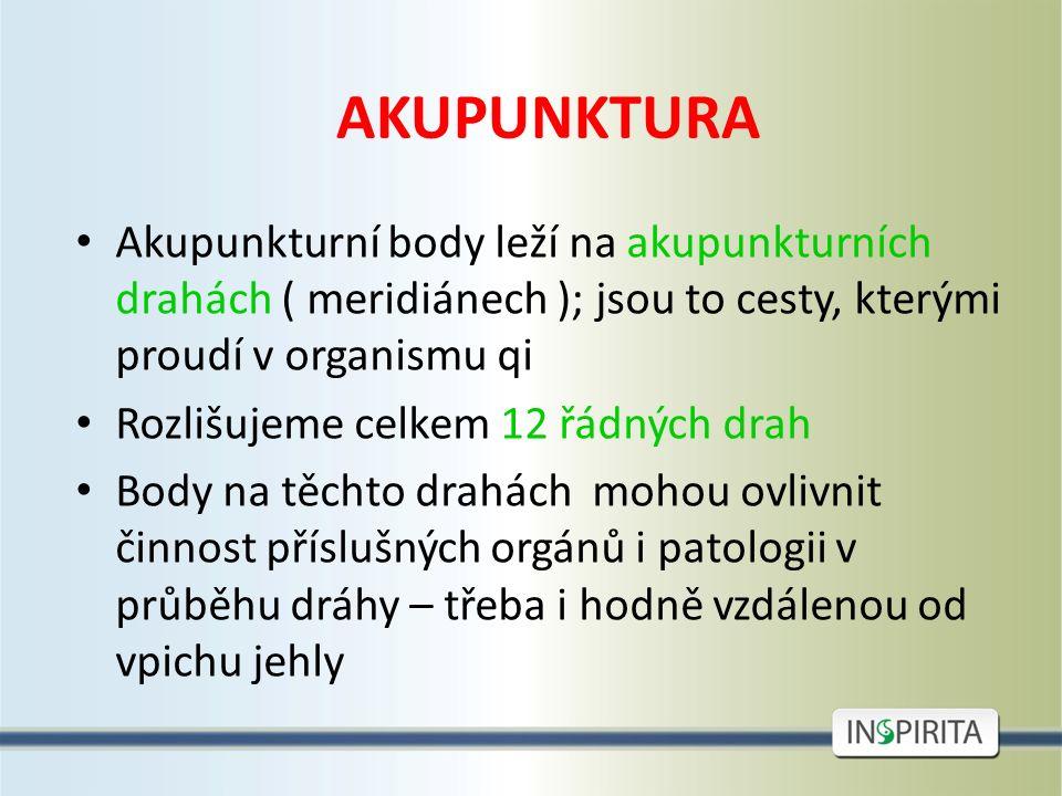 AKUPUNKTURA Akupunkturní body leží na akupunkturních drahách ( meridiánech ); jsou to cesty, kterými proudí v organismu qi Rozlišujeme celkem 12 řádný