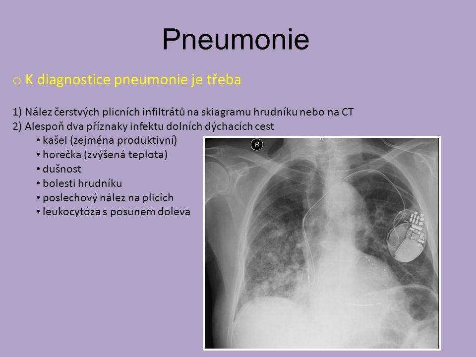 Pneumonie o K diagnostice pneumonie je třeba 1) Nález čerstvých plicních infiltrátů na skiagramu hrudníku nebo na CT 2) Alespoň dva příznaky infektu dolních dýchacích cest kašel (zejména produktivní) horečka (zvýšená teplota) dušnost bolesti hrudníku poslechový nález na plicích leukocytóza s posunem doleva
