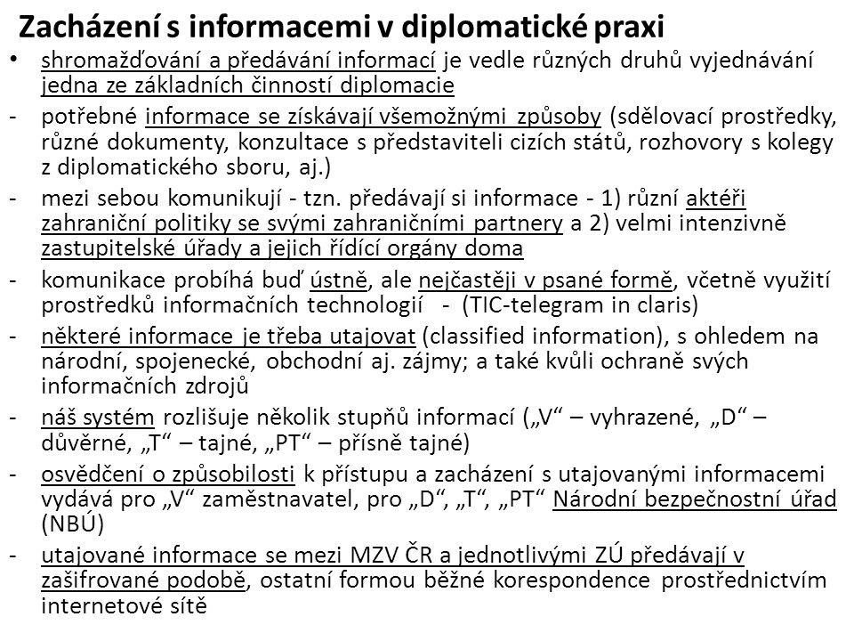 Zacházení s informacemi v diplomatické praxi shromažďování a předávání informací je vedle různých druhů vyjednávání jedna ze základních činností diplomacie -potřebné informace se získávají všemožnými způsoby (sdělovací prostředky, různé dokumenty, konzultace s představiteli cizích států, rozhovory s kolegy z diplomatického sboru, aj.) -mezi sebou komunikují - tzn.