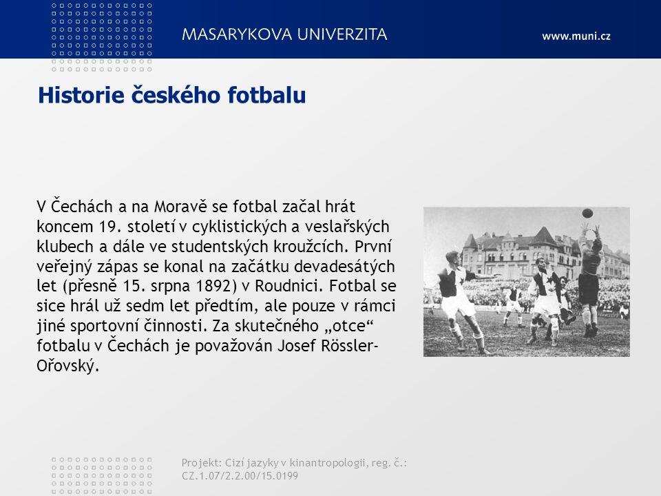 Historie českého fotbalu V Čechách a na Moravě se fotbal začal hrát koncem 19. století v cyklistických a veslařských klubech a dále ve studentských kr