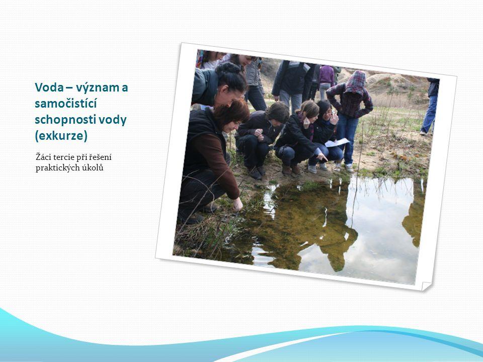 Voda – význam a samočistící schopnosti vody (exkurze) Žáci tercie při řešení praktických úkolů