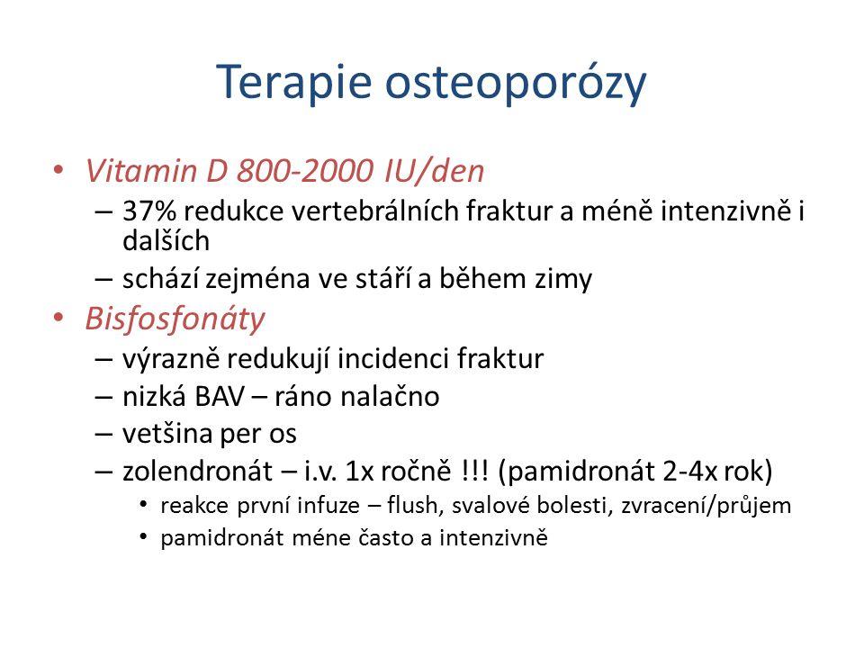 Terapie osteoporózy Vitamin D 800-2000 IU/den – 37% redukce vertebrálních fraktur a méně intenzivně i dalších – schází zejména ve stáří a během zimy B
