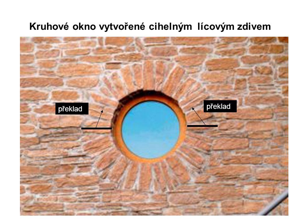 Kruhové okno vytvořené cihelným lícovým zdivem překlad