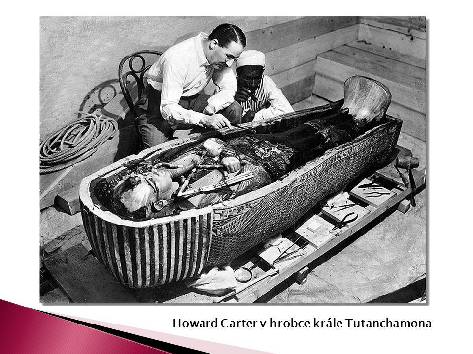 Howard Carter v hrobce krále Tutanchamona