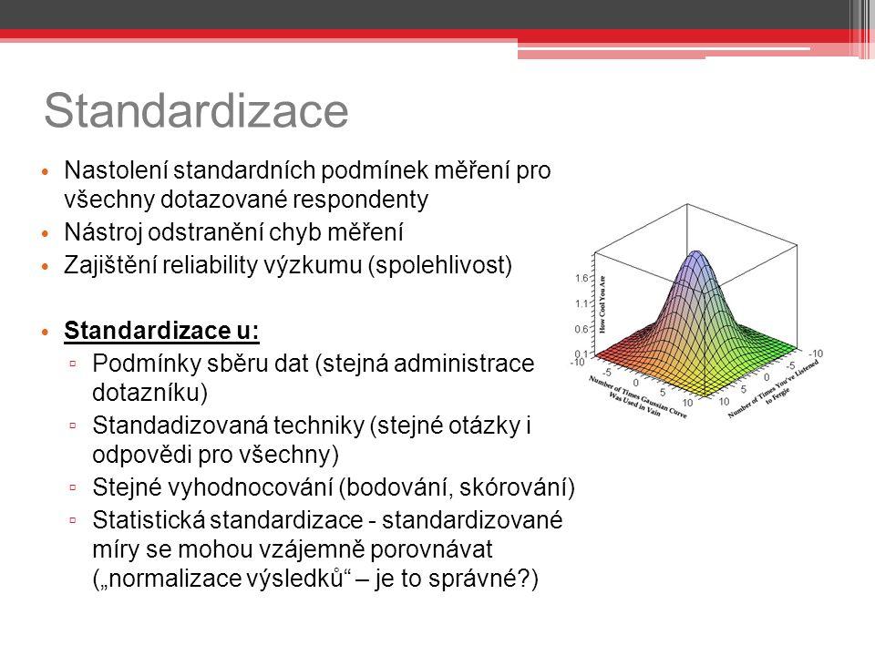 """Standardizace Nastolení standardních podmínek měření pro všechny dotazované respondenty Nástroj odstranění chyb měření Zajištění reliability výzkumu (spolehlivost) Standardizace u: ▫ Podmínky sběru dat (stejná administrace dotazníku) ▫ Standadizovaná techniky (stejné otázky i odpovědi pro všechny) ▫ Stejné vyhodnocování (bodování, skórování) ▫ Statistická standardizace - standardizované míry se mohou vzájemně porovnávat (""""normalizace výsledků – je to správné )"""