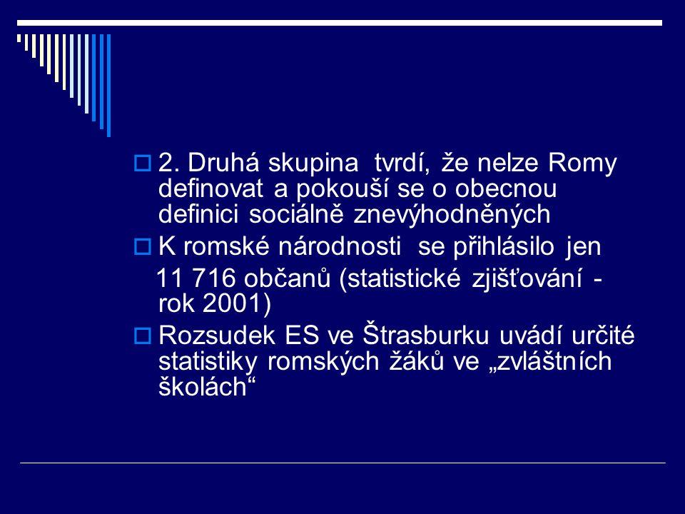  2. Druhá skupina tvrdí, že nelze Romy definovat a pokouší se o obecnou definici sociálně znevýhodněných  K romské národnosti se přihlásilo jen 11 7