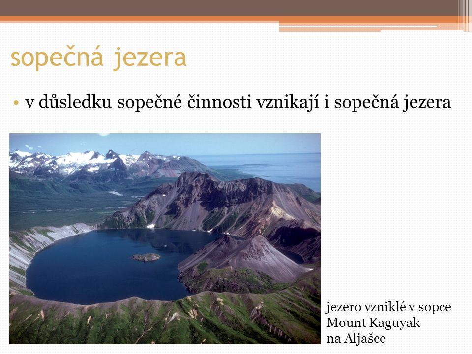 sopečná jezera v důsledku sopečné činnosti vznikají i sopečná jezera jezero vzniklé v sopce Mount Kaguyak na Aljašce