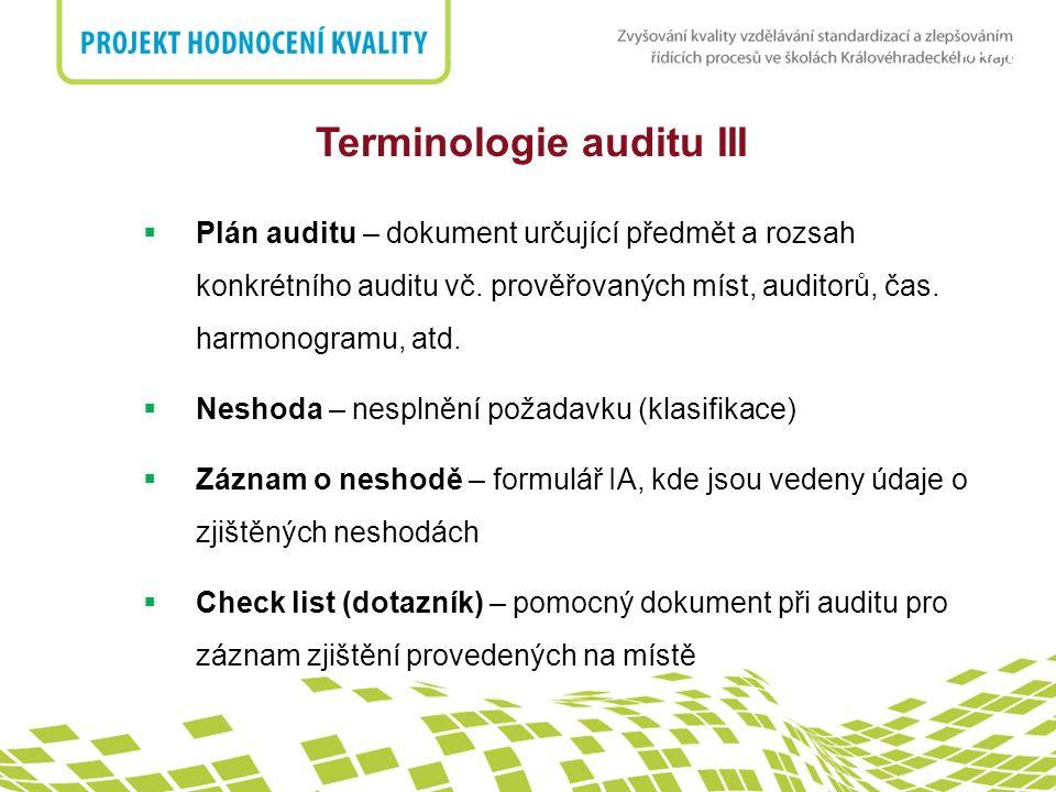 nadpis Znalosti a dovednosti auditorů  Auditoři by měli mít následující zkušenosti: ukončené odpovídající vzdělání pracovní zkušenosti, znalosti a dovednosti ukončené školení, které přispívá k rozvoji znalostí a dovedností zkušenost z auditů při auditorských činnostech, tato zkušenost by měla být získávána pod dozorem a za vedení vedoucího auditora