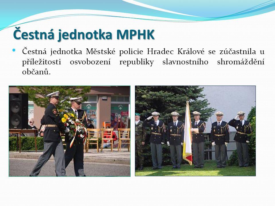 Čestná jednotka MPHK Čestná jednotka Městské policie Hradec Králové se zúčastnila u příležitosti osvobození republiky slavnostního shromáždění občanů.