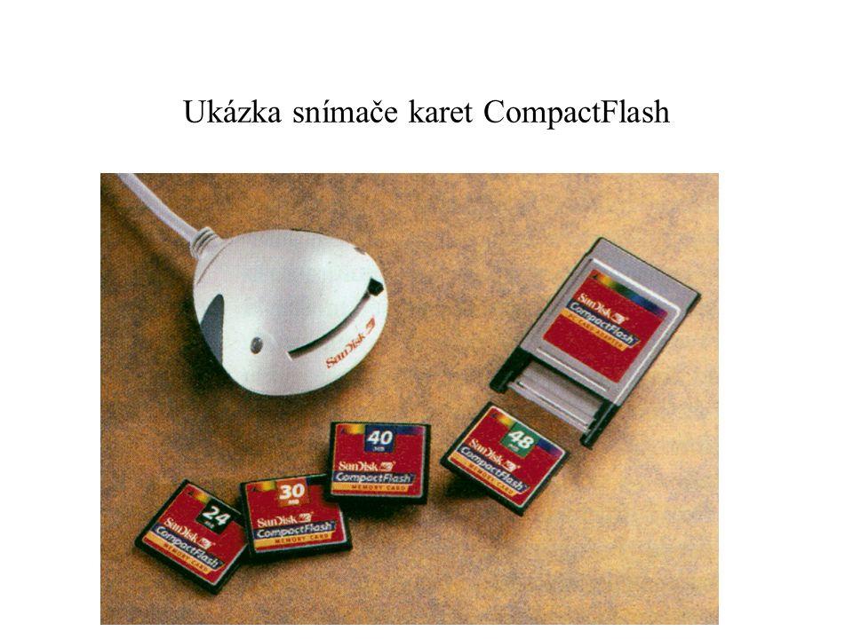 Ukázka snímače karet CompactFlash
