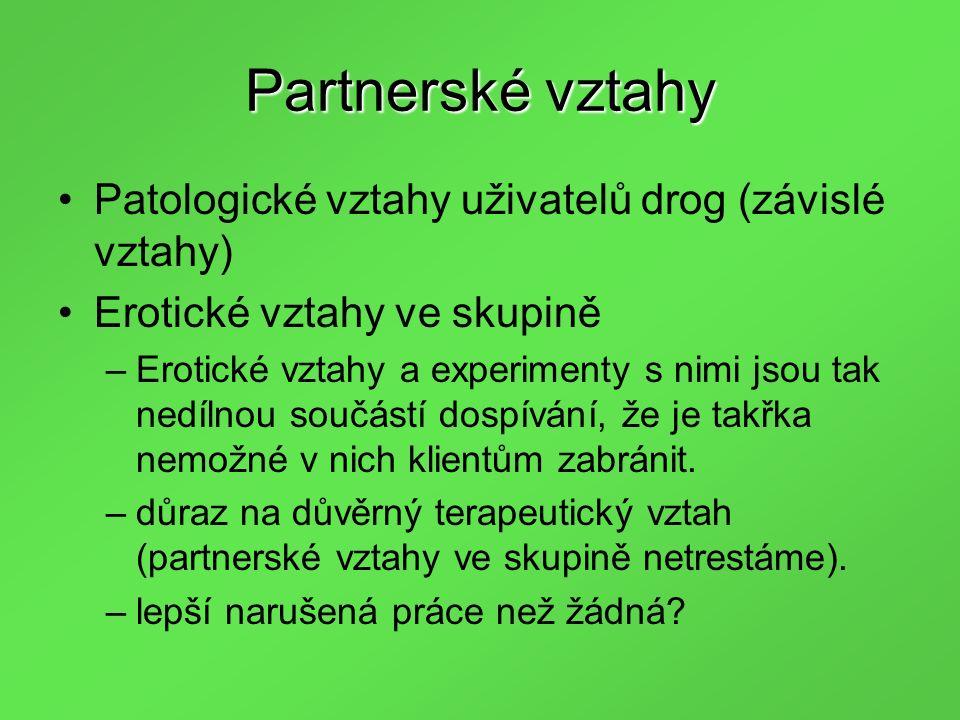 Partnerské vztahy Patologické vztahy uživatelů drog (závislé vztahy) Erotické vztahy ve skupině –Erotické vztahy a experimenty s nimi jsou tak nedílnou součástí dospívání, že je takřka nemožné v nich klientům zabránit.