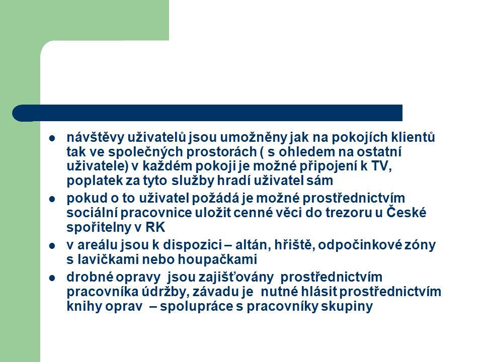 návštěvy uživatelů jsou umožněny jak na pokojích klientů tak ve společných prostorách ( s ohledem na ostatní uživatele) v každém pokoji je možné připojení k TV, poplatek za tyto služby hradí uživatel sám pokud o to uživatel požádá je možné prostřednictvím sociální pracovnice uložit cenné věci do trezoru u České spořitelny v RK v areálu jsou k dispozici – altán, hřiště, odpočinkové zóny s lavičkami nebo houpačkami drobné opravy jsou zajišťovány prostřednictvím pracovníka údržby, závadu je nutné hlásit prostřednictvím knihy oprav – spolupráce s pracovníky skupiny