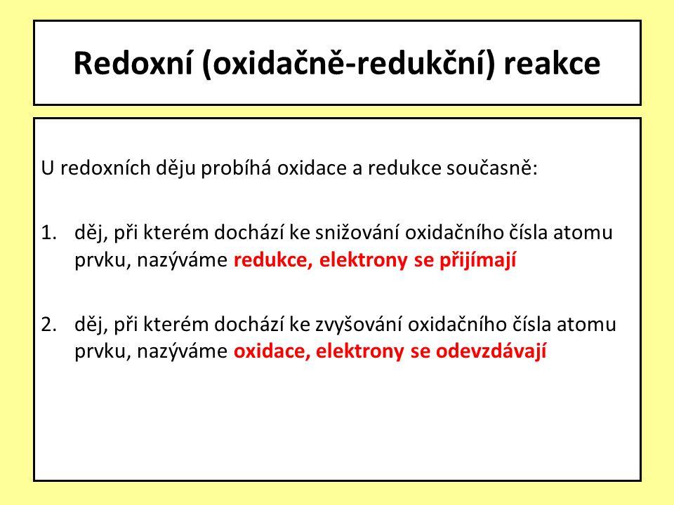 U redoxních děju probíhá oxidace a redukce současně: 1.děj, při kterém dochází ke snižování oxidačního čísla atomu prvku, nazýváme redukce, elektrony se přijímají 2.děj, při kterém dochází ke zvyšování oxidačního čísla atomu prvku, nazýváme oxidace, elektrony se odevzdávají Redoxní (oxidačně-redukční) reakce