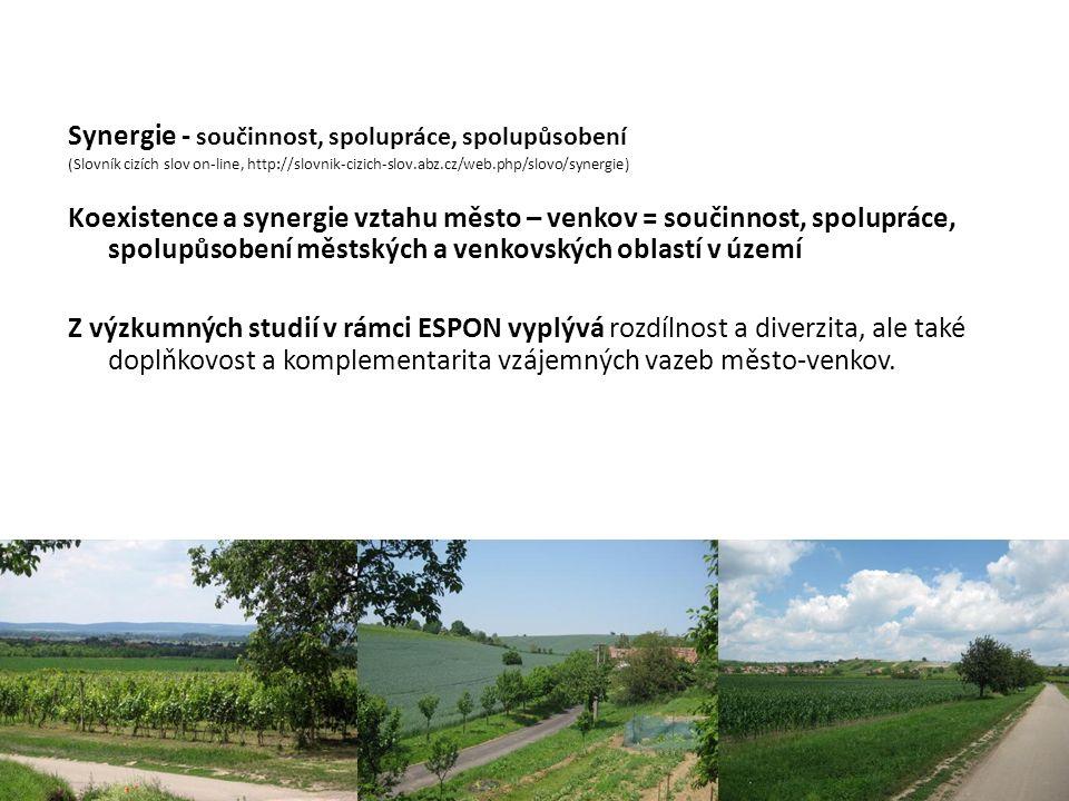 12 Synergie - součinnost, spolupráce, spolupůsobení (Slovník cizích slov on-line, http://slovnik-cizich-slov.abz.cz/web.php/slovo/synergie) Koexistence a synergie vztahu město – venkov = součinnost, spolupráce, spolupůsobení městských a venkovských oblastí v území Z výzkumných studií v rámci ESPON vyplývá rozdílnost a diverzita, ale také doplňkovost a komplementarita vzájemných vazeb město-venkov.