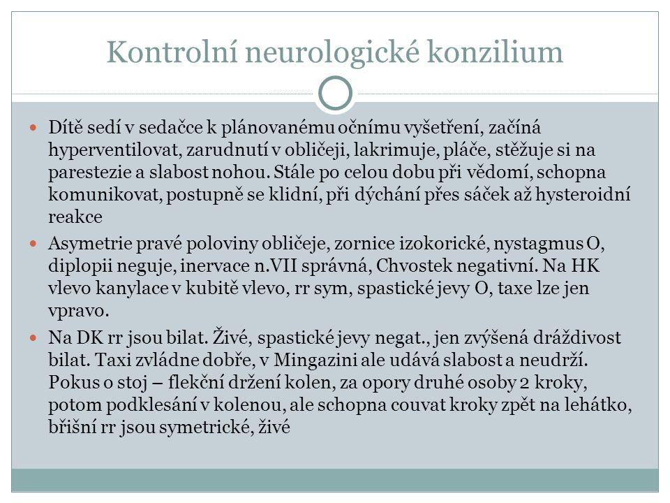 Kontrolní neurologické konzilium Dítě sedí v sedačce k plánovanému očnímu vyšetření, začíná hyperventilovat, zarudnutí v obličeji, lakrimuje, pláče, stěžuje si na parestezie a slabost nohou.