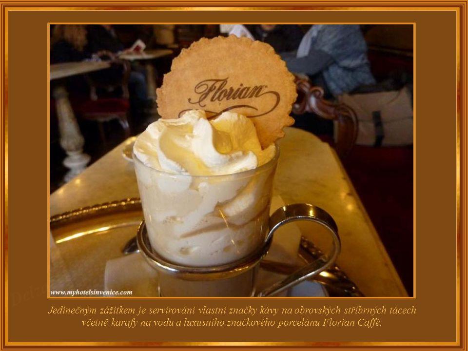 K nejslavnějším hostům patřili Goldoni, Casanova, Dickens, Proust, Byron a Goethe (ten byl nepochybně přitahován tím, že Caffè Florian byla jako jedin