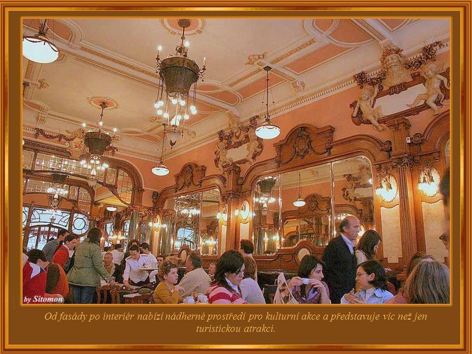 """Ve druhém největším portugalském městě se nachází jedna z nejpůsobivějších kaváren na světě – Café Majestic. Při otevření v roce 1921 nesla název """"Eli"""
