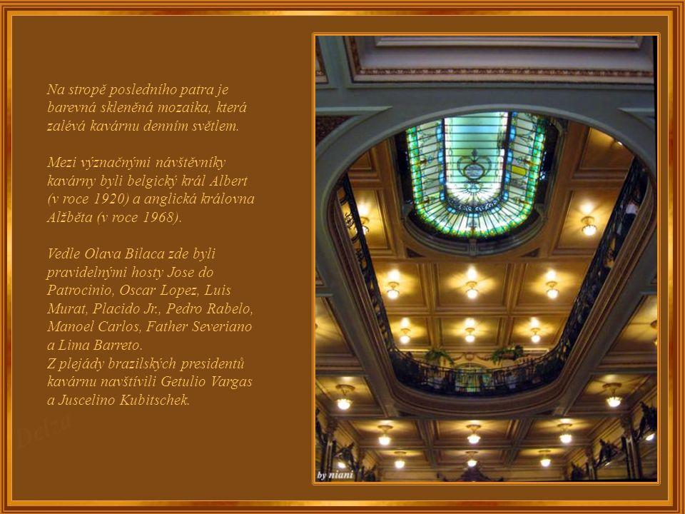 Balkóny jsou z italského mramoru a nábytek všech prostor je výjimečný. V pěti příbornících je čínský porcelán raného 20. století a zlatem zdobené křiš