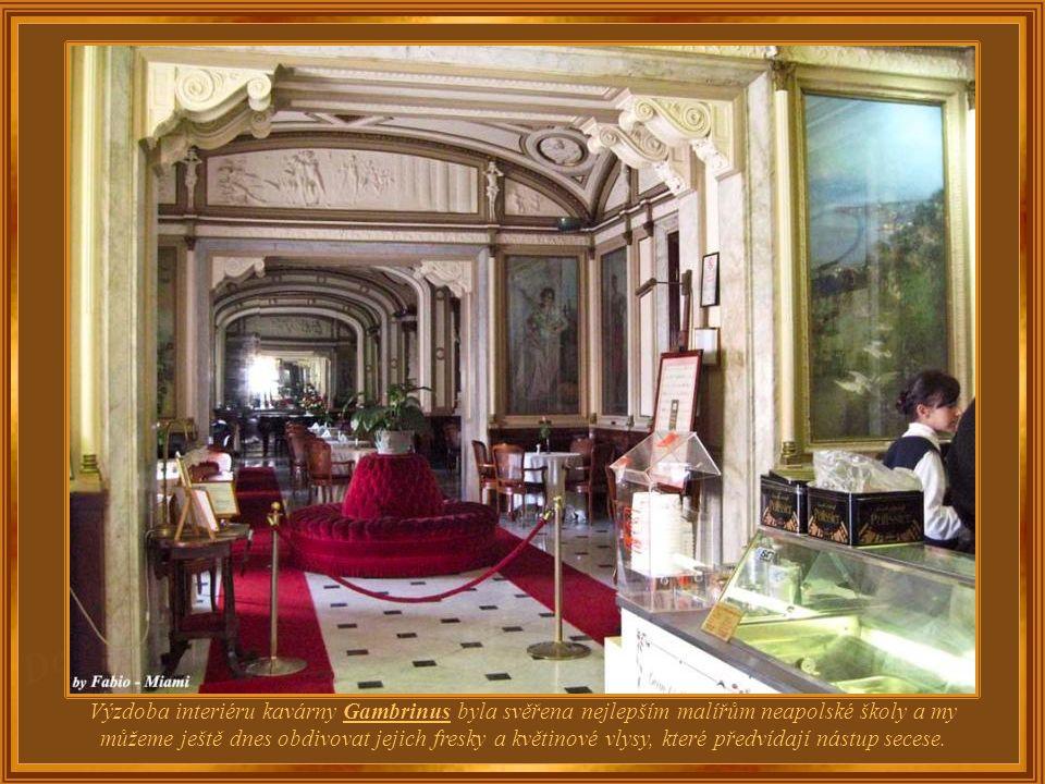 Gambrinus je pověstný nejen tím, že je nejstarší kavárnou ve městě, ale i proto, že od svého otevření v polovině 19. století její nádherné interiéry l