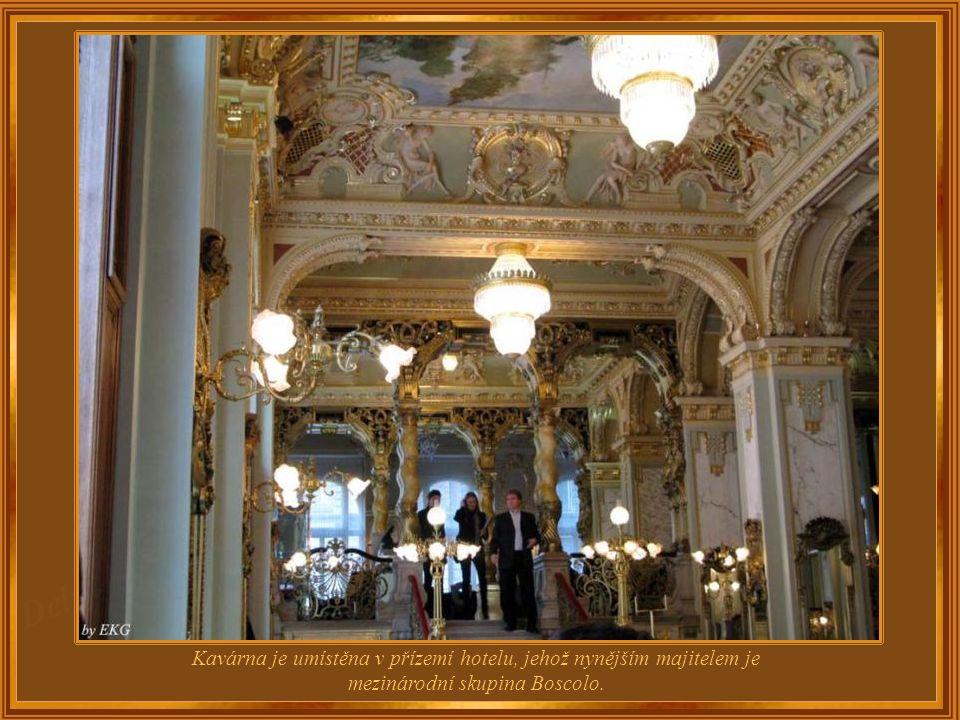 Luxusní budapešťský Palace Hotel New York, jehož součástí je kavárna New York Café, byl postaven v eklektickém slohu v letech 1891-1895.