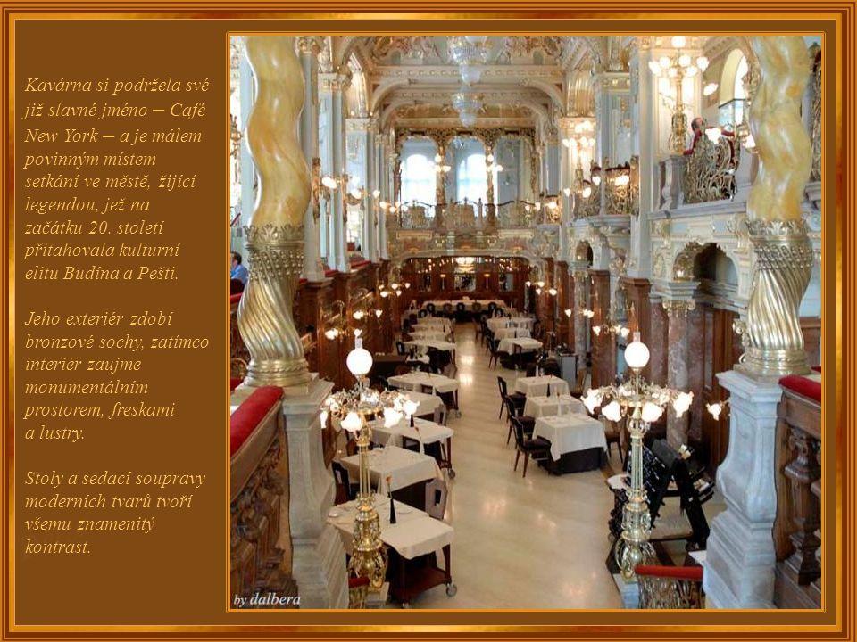Kavárna je umístěna v přízemí hotelu, jehož nynějším majitelem je mezinárodní skupina Boscolo.