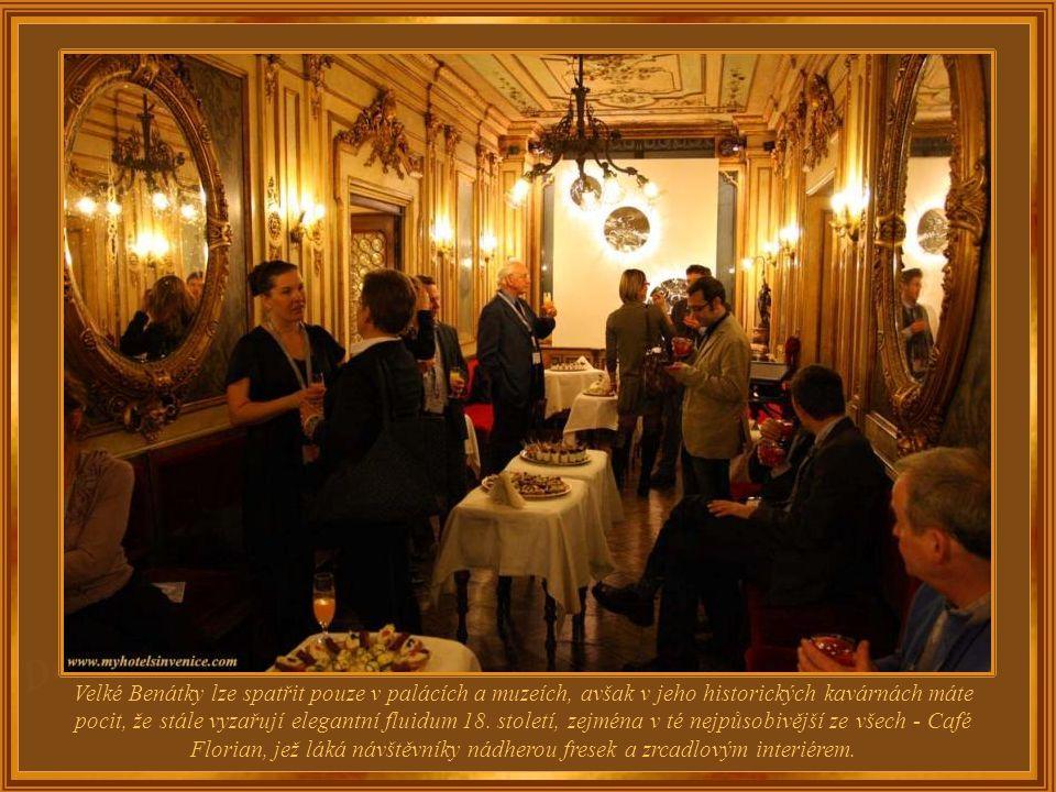 Kavárna Caffè Florian je na výhodném místě pod arkádami na náměstí sv. Marka, kde nejenže můžete vnímat benátské tradice, ale zažít i pocit, že jste n