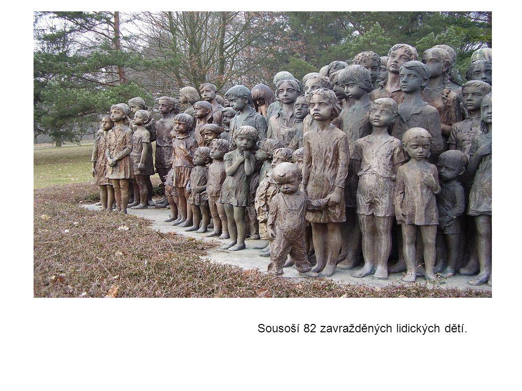 Sousoší 82 zavražděných lidických dětí.