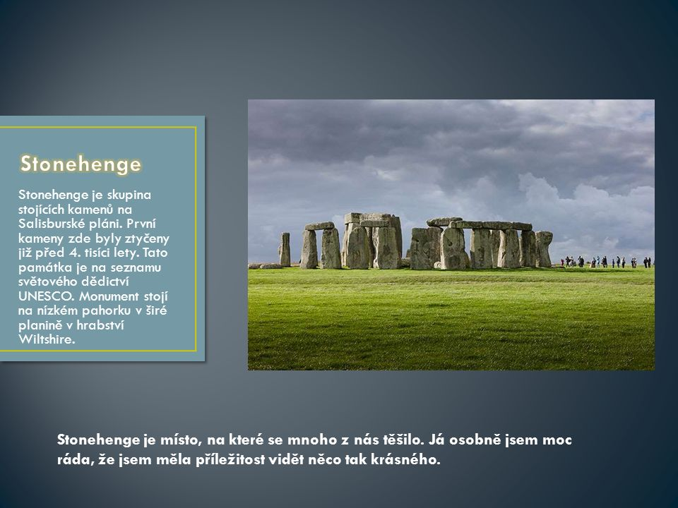 Stonehenge je skupina stojících kamenů na Salisburské pláni.
