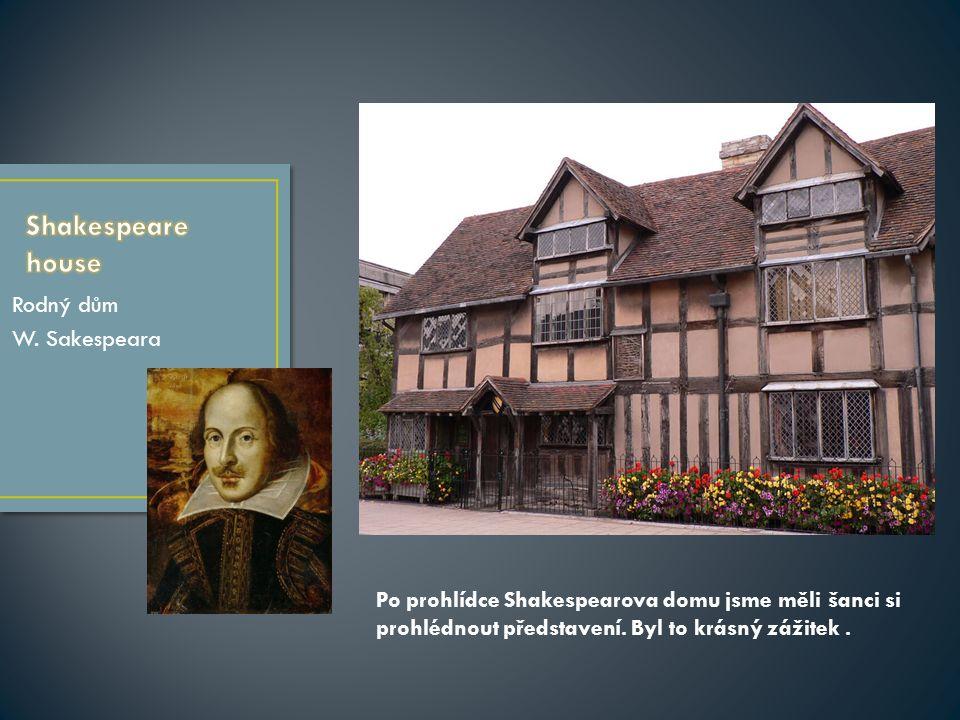 Rodný dům W. Sakespeara Po prohlídce Shakespearova domu jsme měli šanci si prohlédnout představení.
