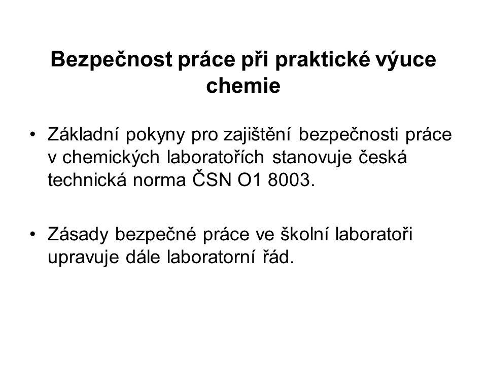 Bezpečnost práce při praktické výuce chemie Základní pokyny pro zajištění bezpečnosti práce v chemických laboratořích stanovuje česká technická norma ČSN O1 8003.