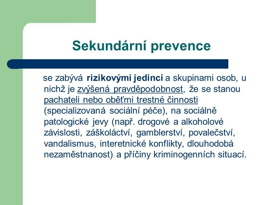 Sekundární prevence se zabývá rizikovými jedinci a skupinami osob, u nichž je zvýšená pravděpodobnost, že se stanou pachateli nebo oběťmi trestné činnosti (specializovaná sociální péče), na sociálně patologické jevy (např.