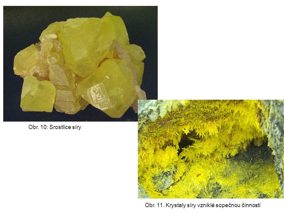Obr. 10: Srostlice síry Obr. 11. Krystaly síry vzniklé sopečnou činností