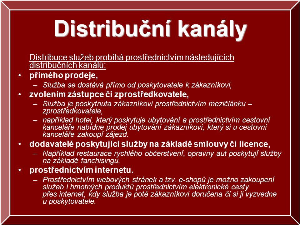 Distribuční kanály Distribuce služeb probíhá prostřednictvím následujících distribučních kanálů: přímého prodeje, –Služba se dostává přímo od poskytovatele k zákazníkovi, zvolením zástupce či zprostředkovatele, –Služba je poskytnuta zákazníkovi prostřednictvím mezičlánku – zprostředkovatele, –například hotel, který poskytuje ubytování a prostřednictvím cestovní kanceláře nabídne prodej ubytování zákazníkovi, který si u cestovní kanceláře zakoupí zájezd.