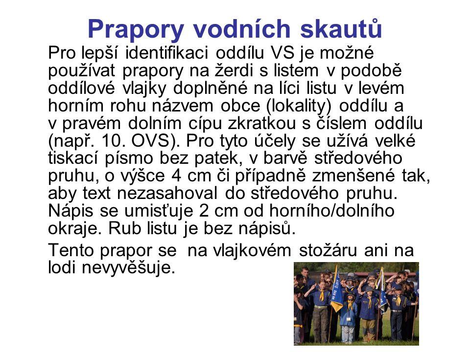 Standarty vodních skautů Standarta HKVS je lemována českou trikolórou.