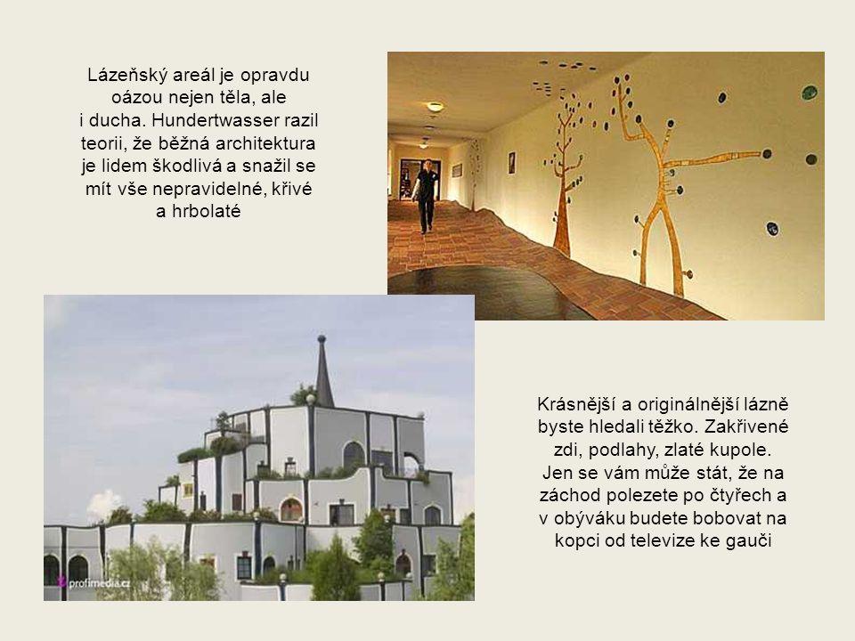 Jednotlivé domy jsou kryty travou, jsou ve tvaru půloblouků a každé okno je jiné a jinde než ty ostatní.