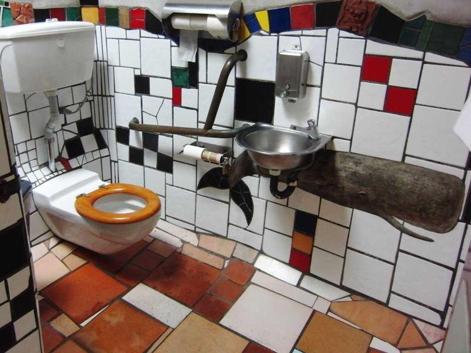 Zde mimo jiné pracoval na redesignu veřejných záchodků Kawakawa